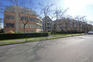 "Photo 10: # 213 2010 W 8TH AV in Vancouver: Kitsilano Condo for sale in ""AUGUSTINE GARDENS"" (Vancouver West)  : MLS®# V880530"