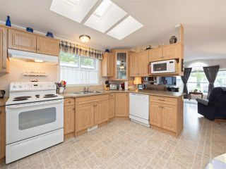 "Photo 5: 81 2270 196 Street in Langley: Brookswood Langley Manufactured Home for sale in ""Pineridge Park"" : MLS®# R2224829"