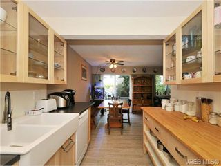 Photo 2: 9 840 Craigflower Road in VICTORIA: Es Kinsmen Park Residential for sale (Esquimalt)  : MLS®# 343051