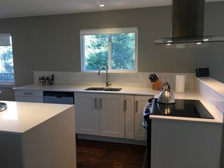 Photo 1: 379 S FLETCHER Road in Gibsons: Gibsons & Area House for sale (Sunshine Coast)  : MLS®# R2247800