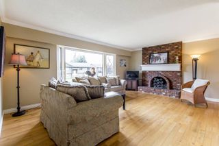 """Photo 2: 837 HEMLOCK Crescent in Port Coquitlam: Lincoln Park PQ House for sale in """"SUN VALLEY"""" : MLS®# R2276084"""