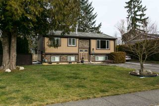 Photo 1: 26649 32A Avenue in Langley: Aldergrove Langley House for sale : MLS®# R2339369