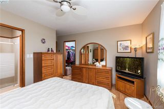 Photo 11: 711 Miller Avenue in VICTORIA: SW Royal Oak Single Family Detached for sale (Saanich West)  : MLS®# 410543