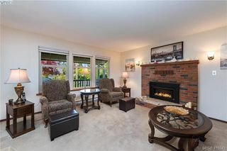 Photo 5: 711 Miller Avenue in VICTORIA: SW Royal Oak Single Family Detached for sale (Saanich West)  : MLS®# 410543