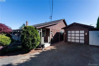 Photo 2: 711 Miller Avenue in VICTORIA: SW Royal Oak Single Family Detached for sale (Saanich West)  : MLS®# 410543