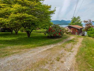 Photo 3: 6028 CORACLE Place in Sechelt: Sechelt District House for sale (Sunshine Coast)  : MLS®# R2368826
