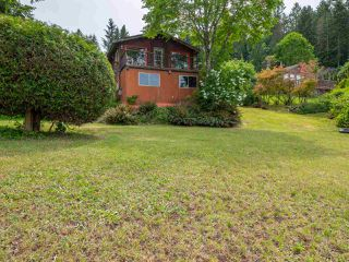 Photo 2: 6028 CORACLE Place in Sechelt: Sechelt District House for sale (Sunshine Coast)  : MLS®# R2368826