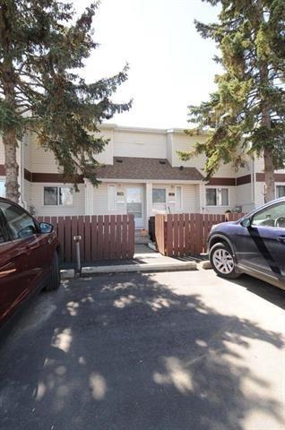 Photo 2: 420 CLAREVIEW Road in Edmonton: Zone 35 Townhouse for sale : MLS®# E4156941