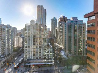 "Photo 13: 1708 1189 HOWE Street in Vancouver: Downtown VW Condo for sale in ""The Genesis"" (Vancouver West)  : MLS®# R2373933"