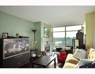 Photo 2: 2001 198 AQUARIUS Mews in Vancouver West: Home for sale : MLS®# V809968