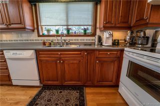 Photo 8: 4185 THORNHILL Crescent in VICTORIA: SE Gordon Head Single Family Detached for sale (Saanich East)  : MLS®# 412109