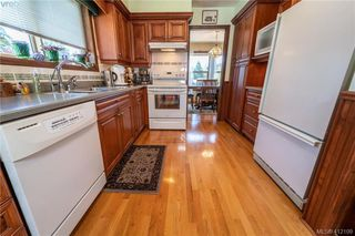 Photo 4: 4185 THORNHILL Crescent in VICTORIA: SE Gordon Head Single Family Detached for sale (Saanich East)  : MLS®# 412109