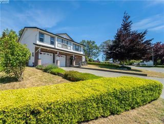 Photo 1: 4185 THORNHILL Crescent in VICTORIA: SE Gordon Head Single Family Detached for sale (Saanich East)  : MLS®# 412109