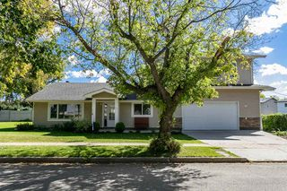 Photo 2: 36 St. Vital Avenue: St. Albert House for sale : MLS®# E4177984