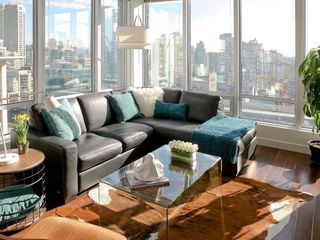 "Photo 2: 1313 989 NELSON Street in Vancouver: Downtown VW Condo for sale in ""ELECTRA"" (Vancouver West)  : MLS®# R2417714"