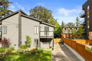 Photo 1: 988 Annie St in : SE Quadra Half Duplex for sale (Saanich East)  : MLS®# 855951