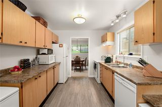 Photo 3: 988 Annie St in : SE Quadra Half Duplex for sale (Saanich East)  : MLS®# 855951
