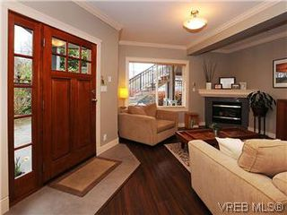 Photo 3: 5 2310 Wark St in VICTORIA: Vi Central Park Row/Townhouse for sale (Victoria)  : MLS®# 567630