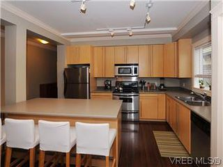 Photo 17: 5 2310 Wark St in VICTORIA: Vi Central Park Row/Townhouse for sale (Victoria)  : MLS®# 567630