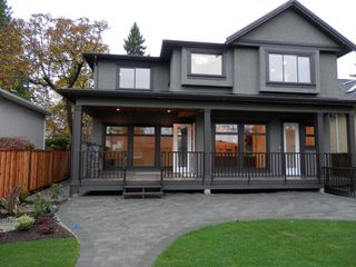 Photo 2: 749 E 11TH Street in North Vancouver: Boulevard House for sale : MLS®# V979177