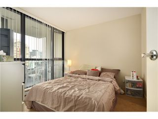 "Photo 8: 2305 928 HOMER Street in Vancouver: Yaletown Condo for sale in ""YALETOWN PARK 1"" (Vancouver West)  : MLS®# V1023790"