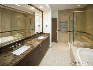 Photo 14: 601 748 Sayward Hill Terrace in Victoria: Cordova Bay Condo for sale : MLS®# 351568