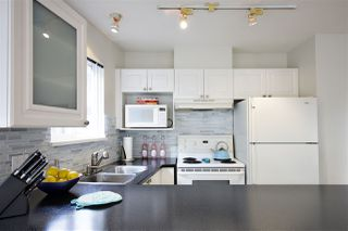 Photo 5: 301 1562 W 5TH AVENUE in Vancouver: False Creek Condo for sale (Vancouver West)  : MLS®# R2041201
