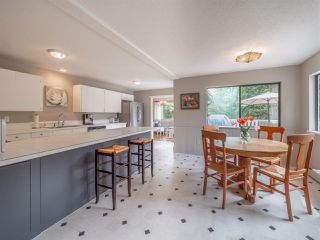 Photo 10: 1249 ROBERTS CREEK ROAD in Sechelt: Roberts Creek House for sale (Sunshine Coast)  : MLS®# R2267068