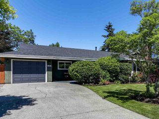 Photo 1: 5645 51 AVENUE in Delta: Hawthorne House for sale (Ladner)  : MLS®# R2271581