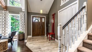Photo 3: 127 EDGEHILL Court NW in Calgary: Edgemont Detached for sale : MLS®# A1018347
