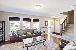 Photo 4: 744 PRESTWICK Circle SE in Calgary: McKenzie Towne Detached for sale : MLS®# A1024986
