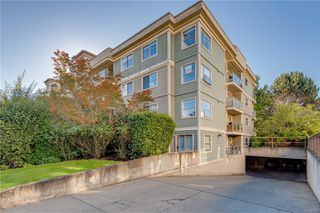 Photo 2: 102 1025 Meares St in : Vi Downtown Condo for sale (Victoria)  : MLS®# 858477
