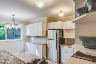 Photo 10: 102 1025 Meares St in : Vi Downtown Condo for sale (Victoria)  : MLS®# 858477