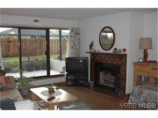 Photo 3: 102 1619 Morrison St in VICTORIA: Vi Jubilee Condo Apartment for sale (Victoria)  : MLS®# 327761