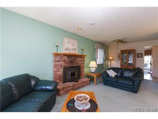 Photo 3: 1222 Alan Rd in VICTORIA: SW Layritz House for sale (Saanich West)  : MLS®# 637712
