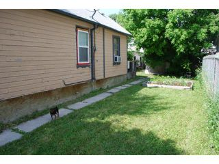Photo 2: 575 Redwood Avenue in WINNIPEG: North End Residential for sale (North West Winnipeg)  : MLS®# 1314299