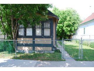 Photo 1: 575 Redwood Avenue in WINNIPEG: North End Residential for sale (North West Winnipeg)  : MLS®# 1314299