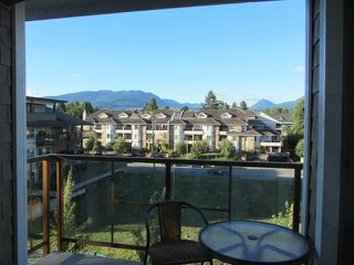 Photo 12: # 408 1969 WESTMINSTER AV in Port Coquitlam: Glenwood PQ Condo for sale : MLS®# V1084478