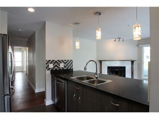 Photo 4: # 201 2110 YORK AV in Vancouver: Kitsilano Condo for sale (Vancouver West)  : MLS®# V1058982