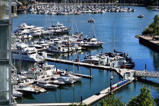 "Photo 1: 1201 193 AQUARIUS Mews in Vancouver: Yaletown Condo for sale in ""MARINASIDE RESORT"" (Vancouver West)  : MLS®# R2432125"