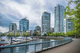 "Photo 2: 1201 193 AQUARIUS Mews in Vancouver: Yaletown Condo for sale in ""MARINASIDE RESORT"" (Vancouver West)  : MLS®# R2432125"