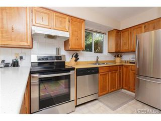 Photo 5: 522 BROUGH Pl in VICTORIA: Co Wishart North Half Duplex for sale (Colwood)  : MLS®# 681330