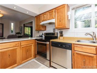 Photo 6: 522 BROUGH Pl in VICTORIA: Co Wishart North Half Duplex for sale (Colwood)  : MLS®# 681330