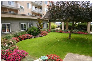 Photo 2: 302 250 Southeast 5 Street in Salmon Arm: Central House for sale : MLS®# 10088442