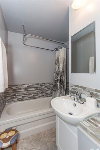Photo 8: 819 31st Street West in Saskatoon: Westmount Residential for sale : MLS®# SK781864