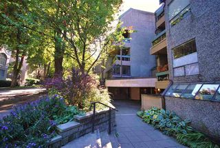 """Photo 11: 403 1500 PENDRELL Street in Vancouver: West End VW Condo for sale in """"PENDRELL MEWS"""" (Vancouver West)  : MLS®# R2395590"""