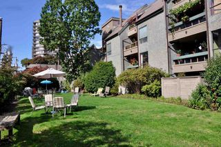 """Photo 12: 403 1500 PENDRELL Street in Vancouver: West End VW Condo for sale in """"PENDRELL MEWS"""" (Vancouver West)  : MLS®# R2395590"""