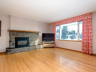 Photo 3: 5115 BULYEA Road NW in Calgary: Brentwood Detached for sale : MLS®# C4278315