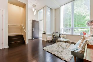 "Photo 2: 1061 RICHARDS Street in Vancouver: Downtown VW Townhouse for sale in ""Donovan"" (Vancouver West)  : MLS®# R2460503"