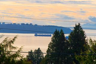 """Photo 11: 2487 QUEENS Avenue in West Vancouver: Queens House for sale in """"Queens, Upper Dundarave"""" : MLS®# R2515663"""